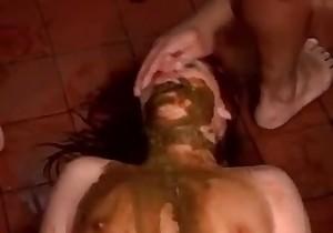fat girl shitting